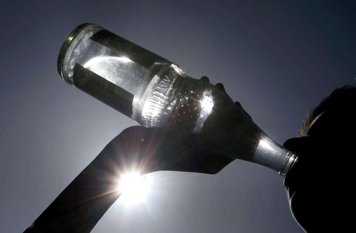 Welches Mineralwasser ist wirklich gut? Stiftung Warentest hat 31 Medium-Wässer untersucht. Foto: picture alliance / dpa/Karl-Josef Hildenbrand