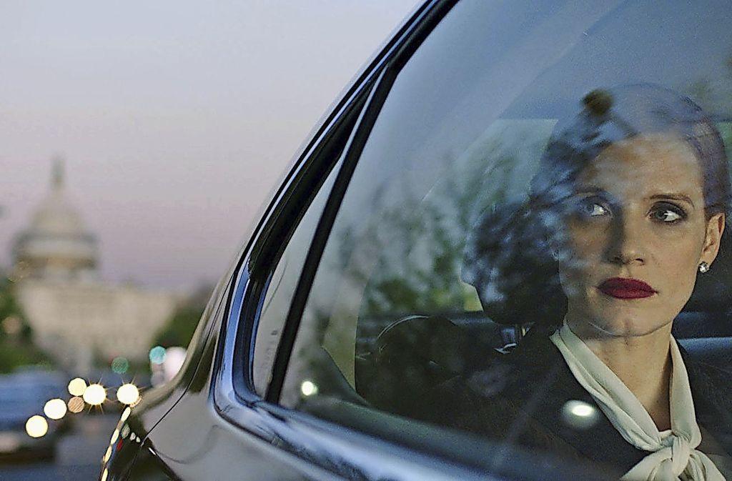 """Starke Bilder für eine Sphäre, in der die Sprache dominiert: Jessica Chastain als Lobbyistin in """"Die Erfindung der Wahrheit"""" Foto: Verleih"""