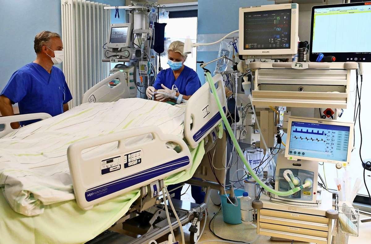 Die Zahl der Intensivbetten sowie  die Personalkapazitäten in den Krankenhäusern sind entscheidende Faktoren bei der Bewältigung der Corona-Krise. Foto: dpa/Bernd Wüstneck