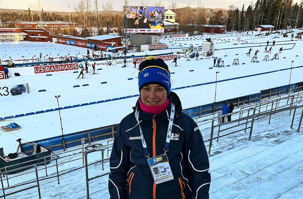 """Hanna Philippin  genießt   die  Atmosphäre       beim   Biathlon-Welt-Cup     in  Östersund,  ist            aber  froh,  dass  sie """"nur""""  als   Helferin    und    Zuschauerin    dabei sein  darf. Foto: privat"""