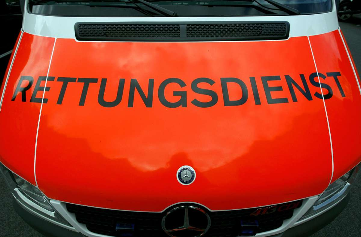 Die 41-Jährige wurde in ein Krankenhaus gebracht. (Symbolbild) Foto: picture alliance / dpa/Daniel Karmann