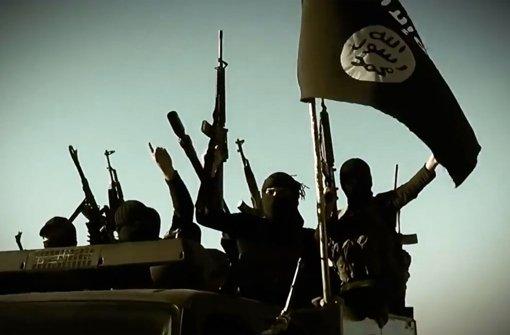 """Ausschnitt aus einem Propaganda-Video des """"Islamischen Staats"""": mit solchen Bildern wird auch in Deutschland bei jungen Männern und Frauen geworben. Foto: AFP"""