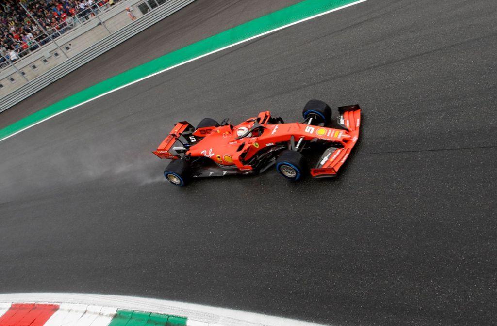 Ferrari sträubt sich gegen eine weitere Senkung des Budgetlimits in der Formel 1, das vom kommenden Jahr an gelten soll. Foto: dpa/Luca Bruno