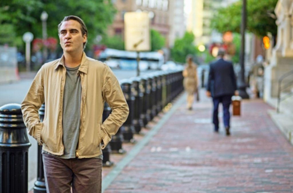 Der Philosophieprofessor Abe Lucas (Joaquin Phoenix) heckt ein Verbrechen aus. Foto: Warner Bros.