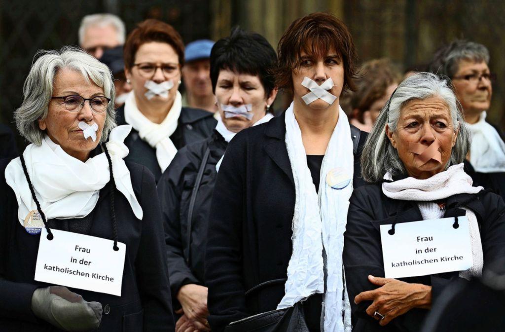 Schweigedemonstration von Frauen bei der  Aktionswoche für Gleichberechtigung. Foto: dpa