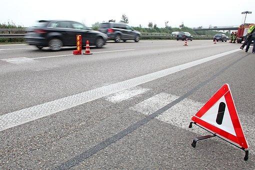 Am Samstagnachmittag hat sich auf der Autobahn 81 bei Mundelsheim ein schwerer Verkehrsunfall ereignet. (Symbolbild) Foto: 7aktuell.de