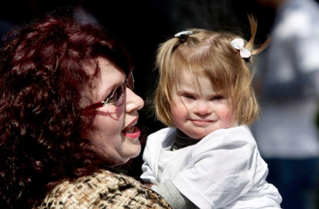 Eine Mutter mit ihrer Tochter am Welt-Down-Syndrom-Tag Foto: dpa