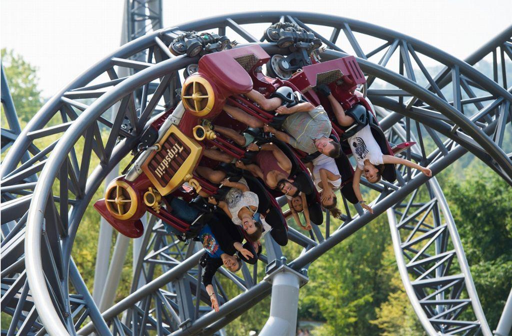 Im Freizeitpark Tripsdrill bei Cleebronn steht die Welt Kopf – zumindest, wenn man mit einer der vier Achterbahnen fährt. Foto: dpa