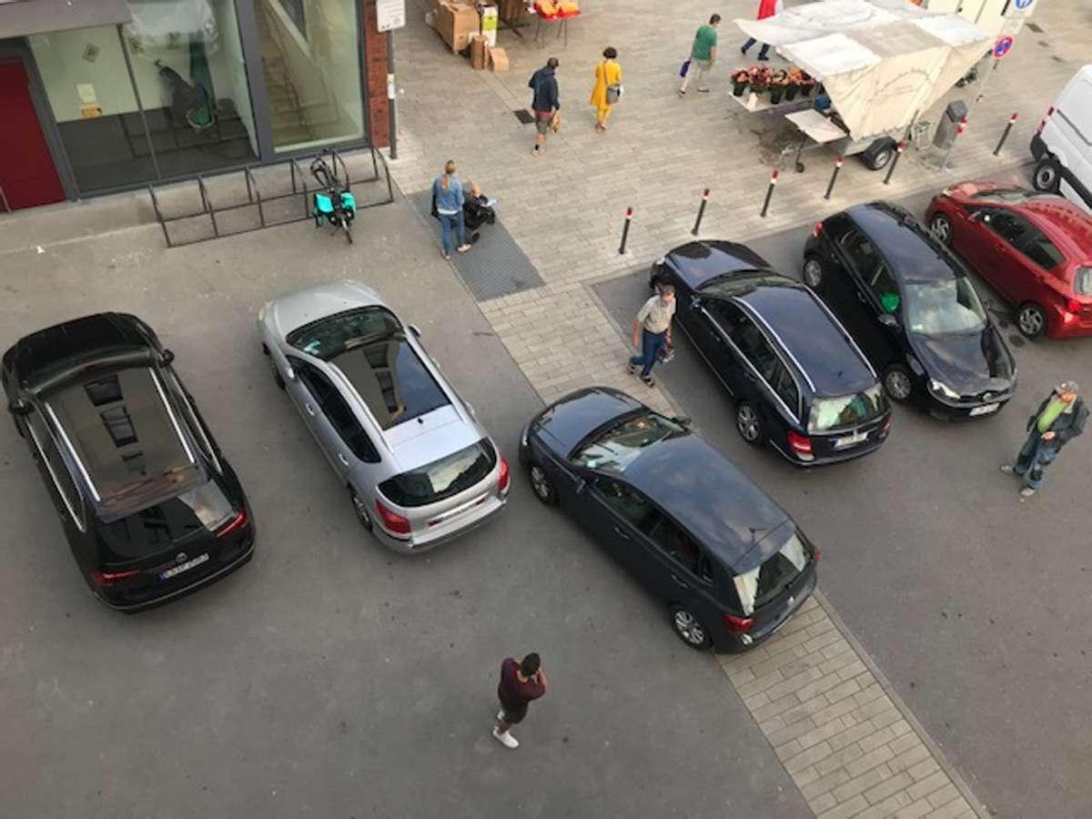 Die Wendefläche an der Griegstraße muss oft als Parkplatz herhalten. Foto: z