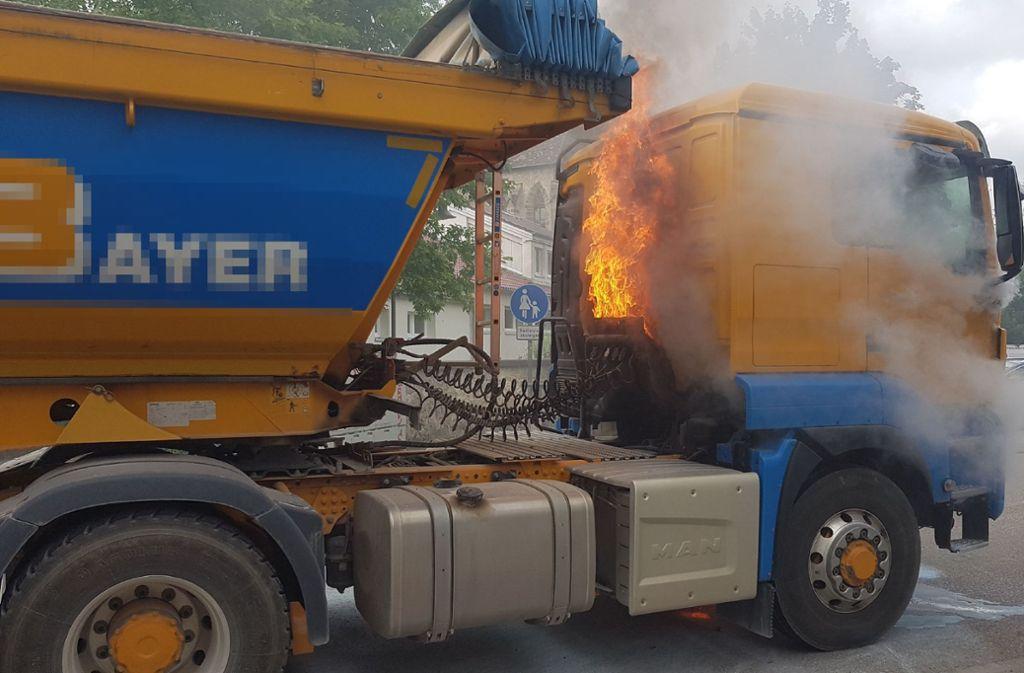 Ein brennender Lastwagen sorgte in Owen für Aufregung. Foto: SDMG