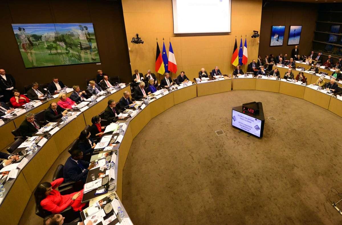 Das deutsch-französische Parlamentsabkommen wurde am 25. März 2019 in Paris unterzeichnet. Im Anschluss konstituierte sich die deutsch-französische Versammlung. Foto: Bundestag/Sylvia Bohn