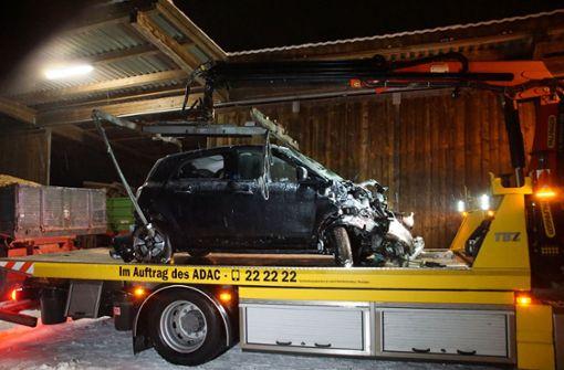 Unfälle durch Schnee und Glatteis - ein Autofahrer stirbt