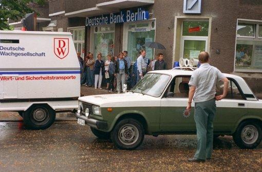 Die Polizei verschafft den Wessis freie Fahrt