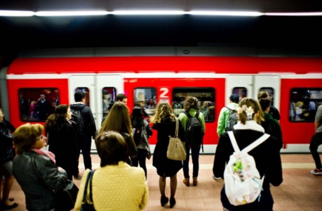 Die S-Bahn ist beim ÖPNV in der Region Stuttgart. Aber mit Daten lassen sich auch Busse und Bahnen besser nutzen. Ansätze werden beim Open VVS Day gesucht. Foto: Lichtgut/Max Kovalenko