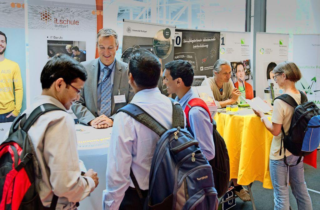 Berufswahl und Stellensuche in der Carl-Benz-Arena: Die Jobmesse ist wie eine Fundgrube. Foto: Lichtgut/Oliver Willikonsky