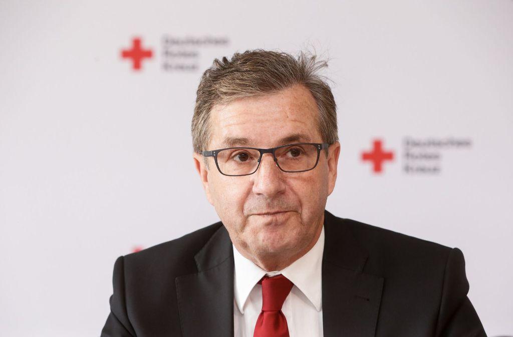 """Archivbild: Nach dem Abbruch seiner Moderation gibt ARD-Tagesthemenmoderator Jan Hofer auf Twitter Entwarnung: """"Nur ein Magen-Darm-Virus"""". Foto: dpa"""