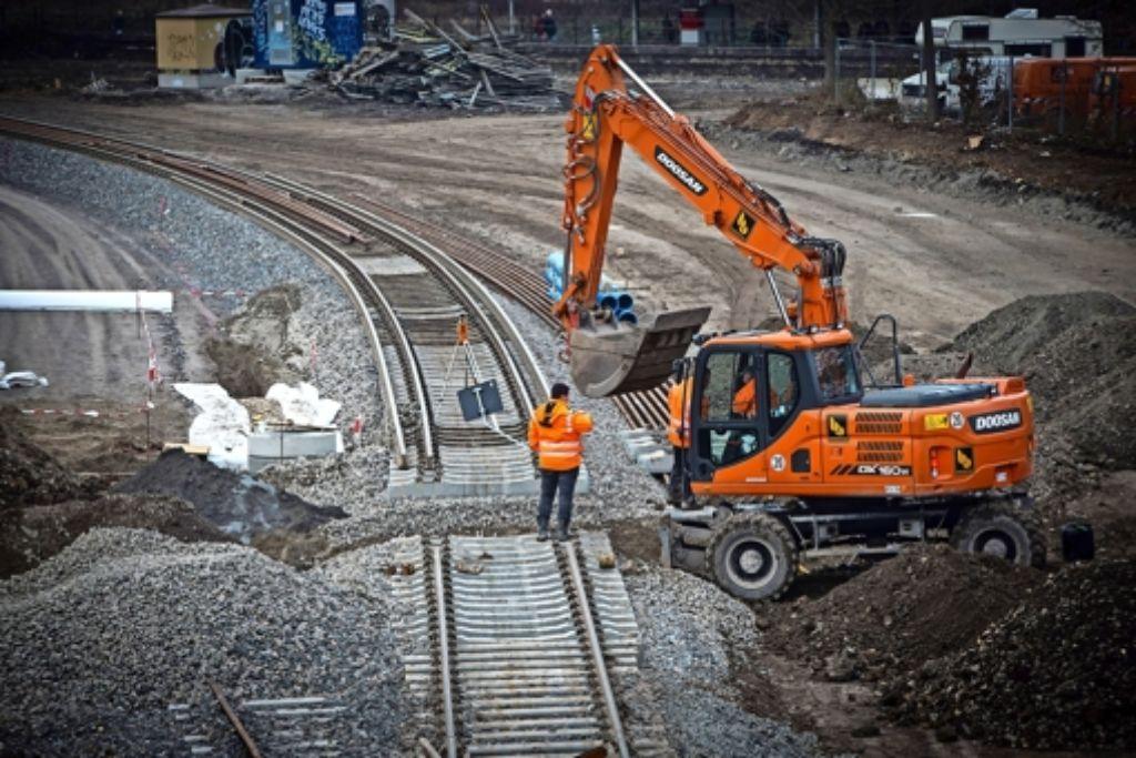 Die Gleise auf der Baustelle am Nordbahnhof sind  verlegt: Die Anwohner klagen über den nächtlichen Rangierbetrieb Foto: Zweygarth