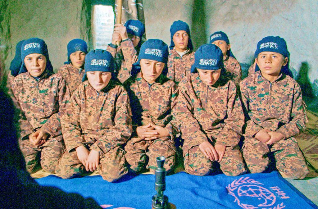 Schon kleine Jungen werden vom IS zu Kämpfern ausgebildet. Foto: SWR/Basis