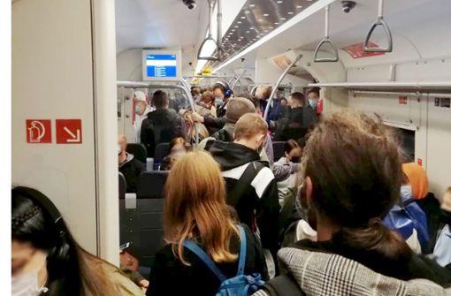 """""""Wenn  halb  Stuttgart bald  Corona hat, liegt's an  überfüllten Zügen"""""""
