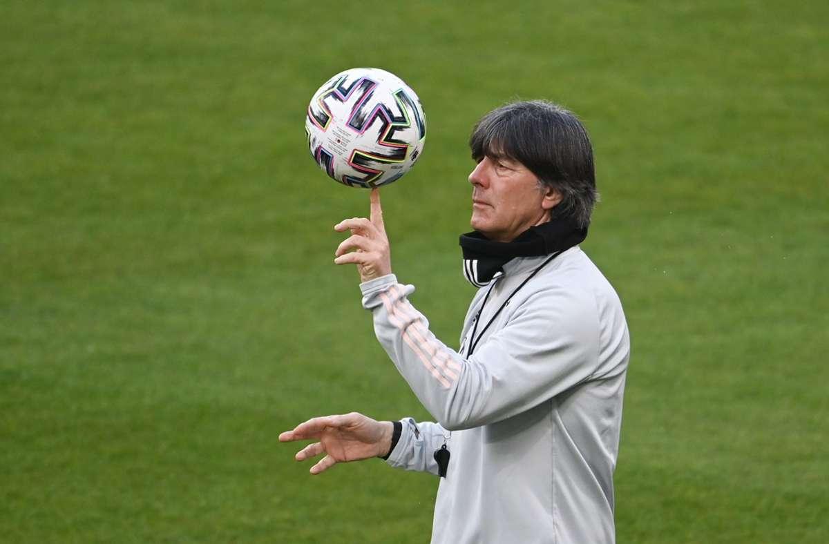 Joachim Löw ist bei der  WM 2022 in Katar nicht mehr Bundestrainer. Foto: dpa/Federico Gambarini
