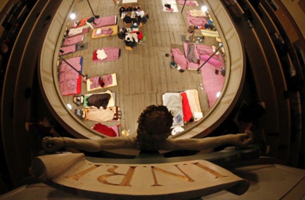 In Stuttgart schlafen die Flüchtlinge nicht in der Kirche – sie haben besondere Asylhäuser oder -dörfer Foto: dpa