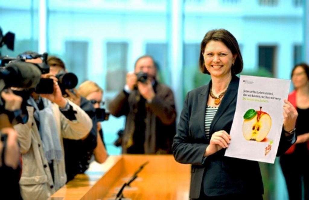Verbraucherministerin Ilse Aigner findet: Zu viele Lebensmittel landen im Müll. Foto: dpa