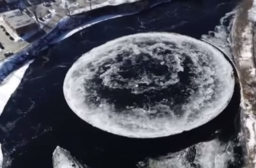 Mysteriöse Eisscholle sorgt für wilde Spekulationen