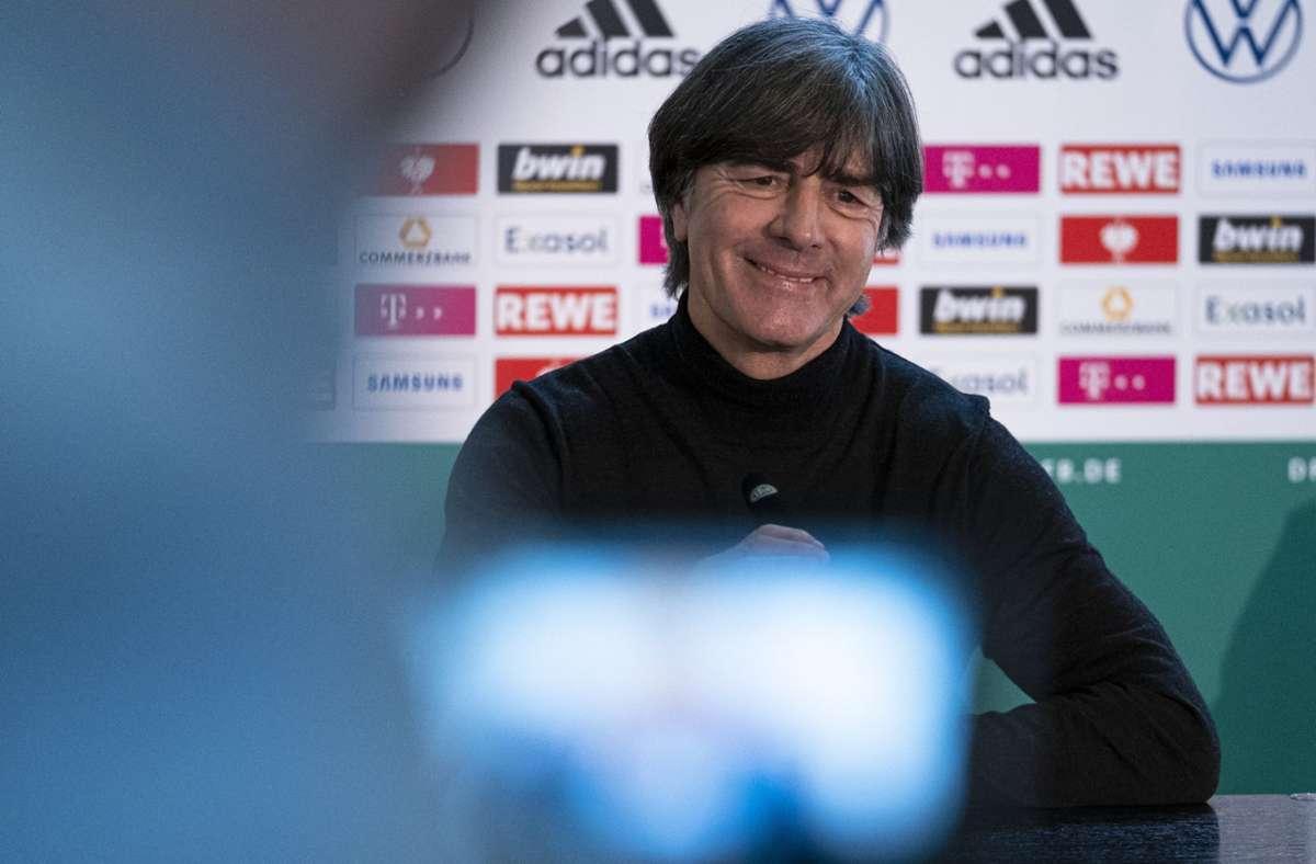 Bundestrainer Joachim Löw äußert sich in Frankfurt zu seiner Entscheidung, im Sommer beim DFB aufzuhören. Foto: dpa/Thomas Boecker