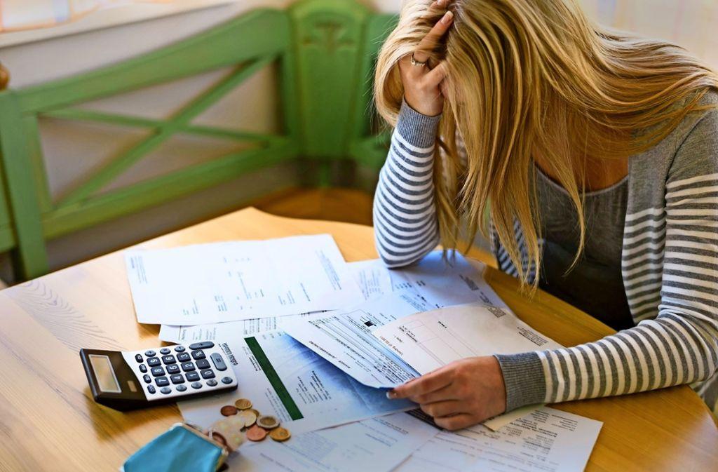 Statt Schuldnern aus der Misere zu helfen, soll ein 61-Jähriger das Geld seiner Mandanten für sich behalten haben. Foto: Gina Sanders/Adobe Stock