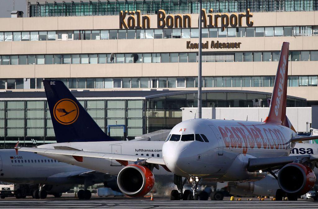 Wegen eines angeblich verdächtigen Gesprächs an Bord ist eine Maschine auf dem Flughafen Köln/Bonn unplanmäßig gelandet (Symbolbild). Foto: dpa
