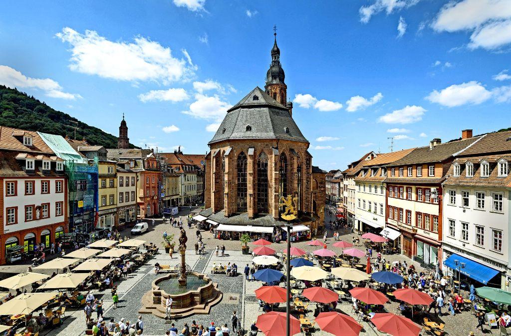 Der Marktplatz in Heidelberg ist auch so schön, für den königlichen Besuch wird  er nächste Woche  noch   herausgeputzt.Foto:Phililpp Rothe Foto: