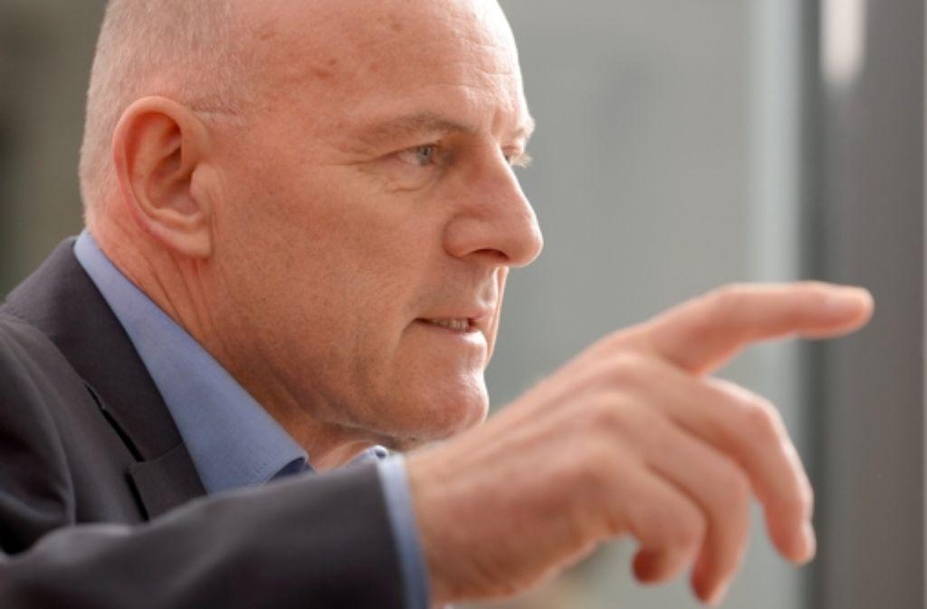 Landesverkehrsminister Winfried Hermann hat Gesprächsbereitschaft signalisiert, was die Anbindung des Flughafens an Stuttgart 21 anbetrifft. Foto: dpa
