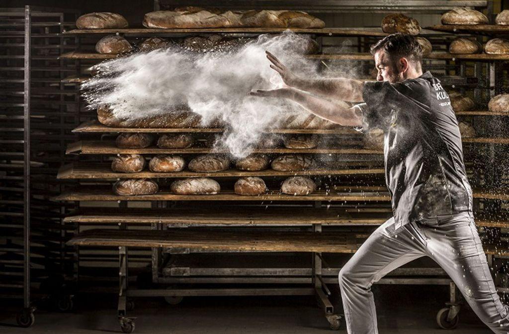 Der 35-Jährige Jörg Schmid aus Gomaringen ist nicht nur Bäckermeister, sondern einer von 50 Brotsommeliers in Deutschland. Foto: Schneider / Schmidt/Goebels