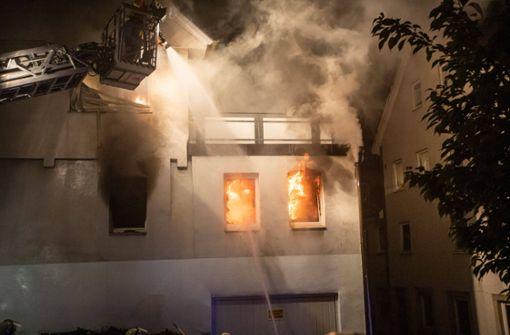 Mann setzt mehrere Gebäude in Brand - Acht Verletzte