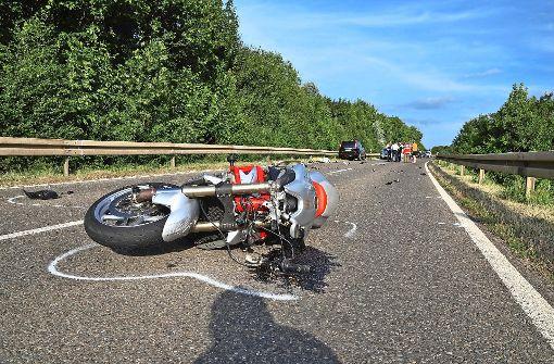 Motorradfahrer stirbt nach Crash mit Auto