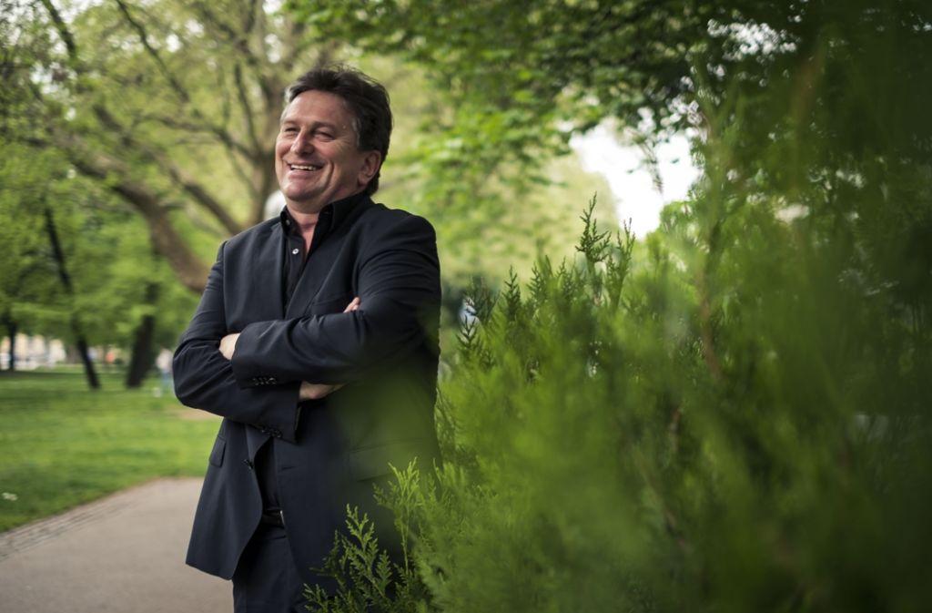 Lachen ist seine Spezialität: Manfred Lucha geht zuversichtlich in sein neues Amt. Foto: Lichtgut/Max Kovalenko