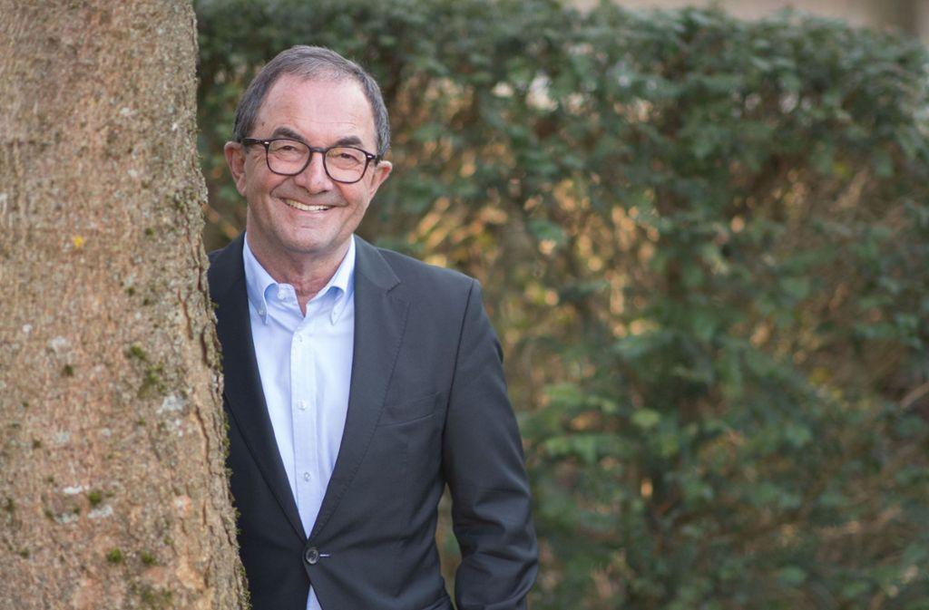 Versteckt sich nicht hinterm Baum und äußert sich: VfB-Expräsident Erwin Staudt Foto: dpa