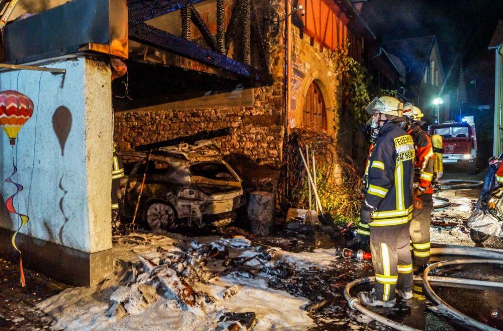 Ein Auto ist in Oberriexingen den Flammen zum Opfer gefallen. Foto: SDMG