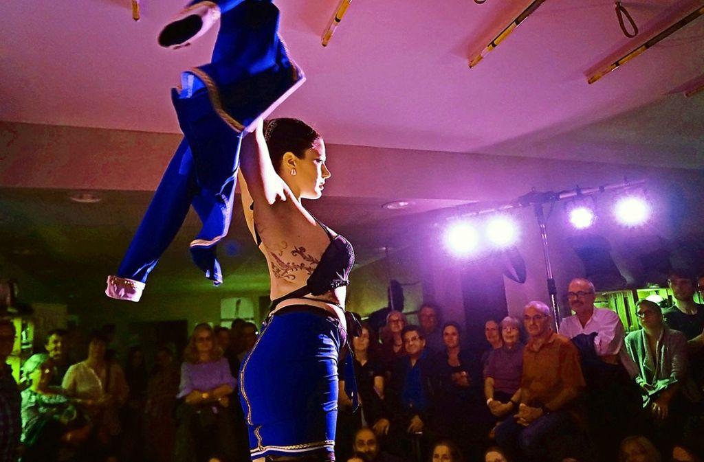 Die Stuttgarter Burlesque-Künstlerin Fanny Di Favola bei Frau Blum. Foto: Daniela Wolf