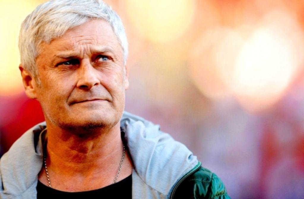 Armin Veh sieht seine Mannschaft zu viele Fehler machen. Foto: Bongarts