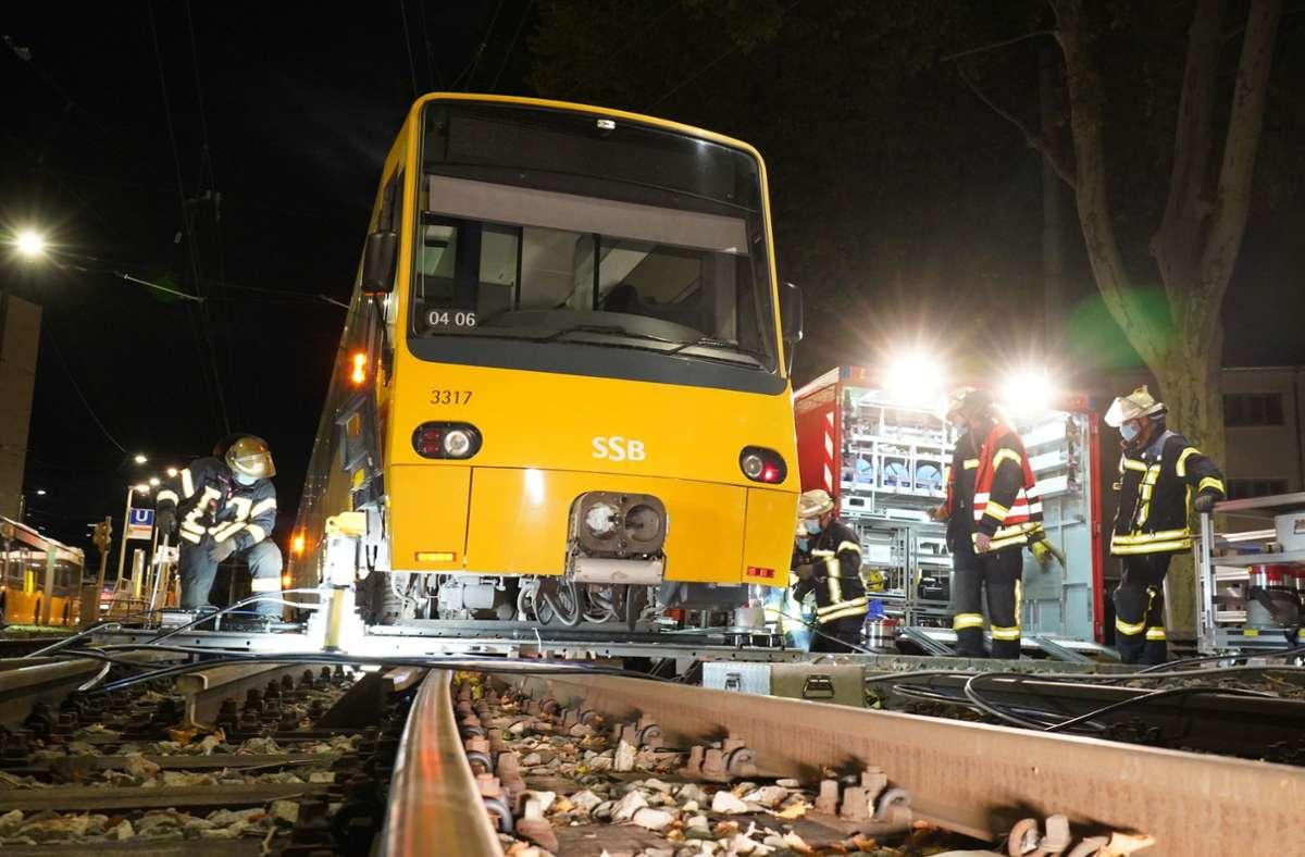 Die Stadtbahn entgleiste gegen 20 Uhr. Foto: Andreas Rosar Fotoagentur-Stuttg/Andreas Rosar Fotoagentur-Stuttg