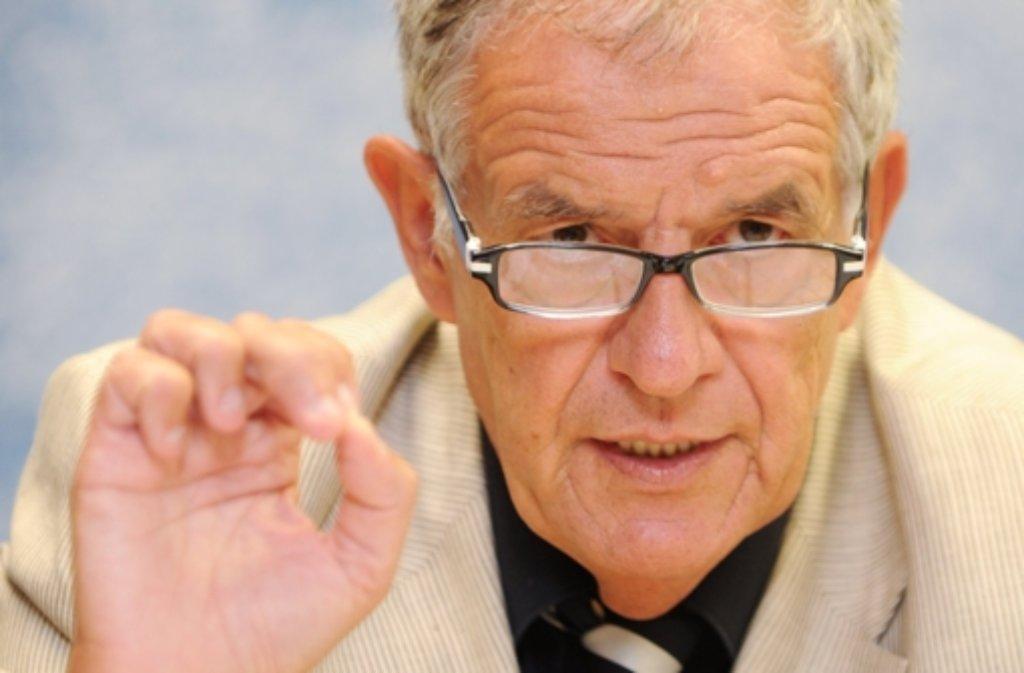 """Justizminister Stickelberger verurteilt """"Angriffe gegen einen einzelnen Beamten"""". Foto: dpa"""