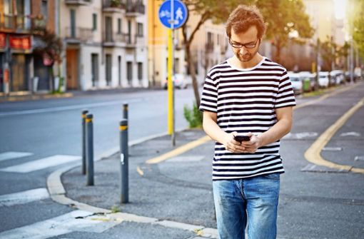 Smartphones bremsen den Fußverkehr