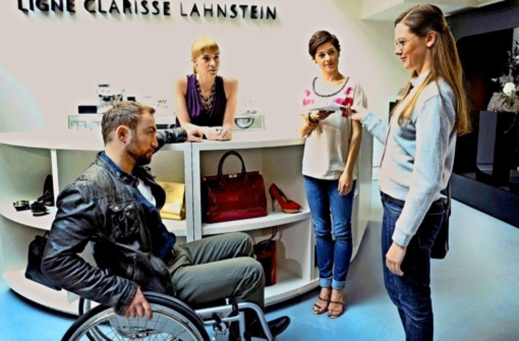 Thore (Philipp Oehme) sorgt für große Aufregung: Alle  Frauen sind in ihn verliebt (mit Kim Riedle,  Tatjana Kästel und Katja Sieder, von links) Foto: ARD