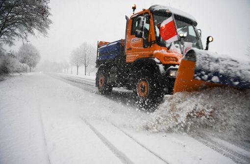 Schnee sorgt für Verkehrschaos – Frau stirbt