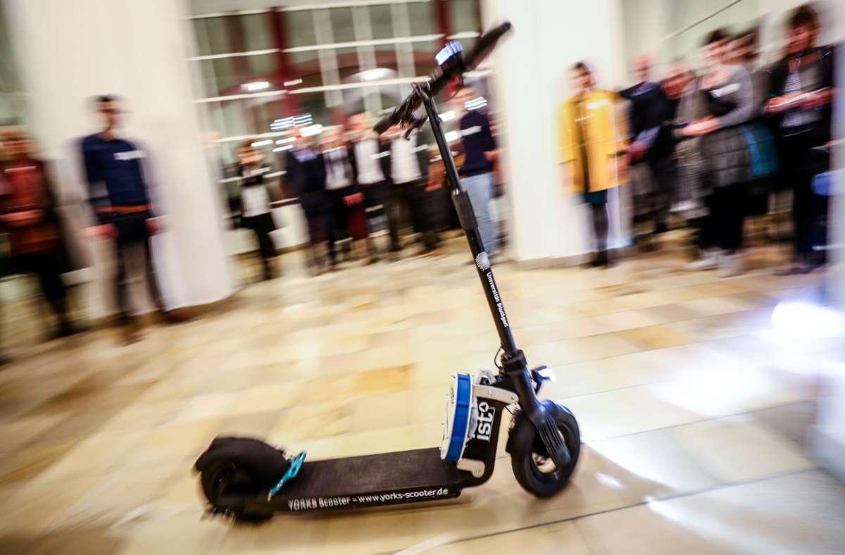 Der Prototyp des selbstfahrenden E-Scooters hat im Dezember 2019 Furore gemacht. Wann er für den Campus-Einsatz fit ist, ist unklar. Foto: Lichtgut/Christoph Schmidt