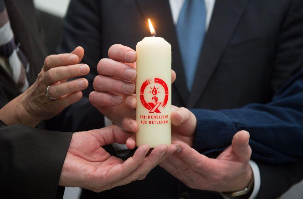 Auch 2015 kam das Licht von Bethlehem in den baden-württembergischen Landtag. (Archivbild) Foto: dpa/Marijan Murat
