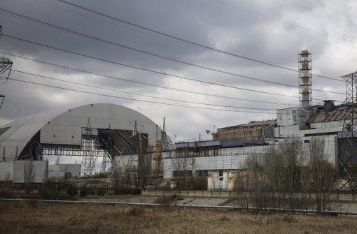 Eine neue Schutzhülle soll in Tschernobyl dauerhaft für Sicherheit sorgen. Foto: EPA