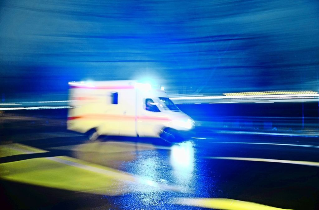 In der Nacht auf Dienstag ist ein 53-jähriger Fußgänger auf der A 8 bei Hohenstadt tödlich verletzt worden. Foto: dpa