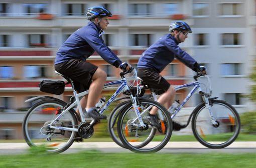 Polizei aufs Fahrrad, Familien raus aus dem Kessel